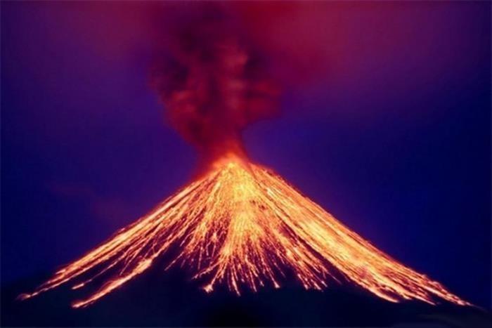 fotografii-izverzheniya-vulkana-kalbuko