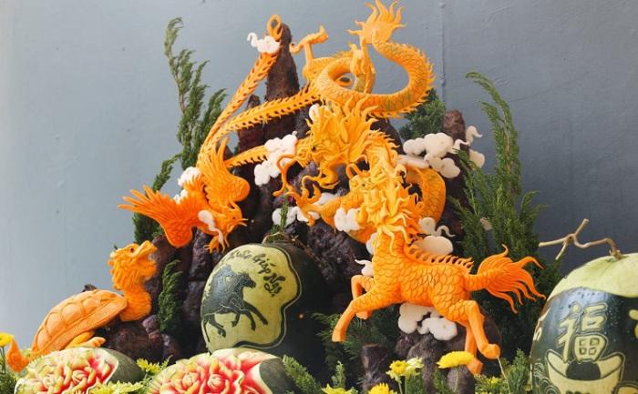 Карвинг из овощей и фруктов, мастерски выполненный в виде фигурок - персонажей из древних китайских мифов.