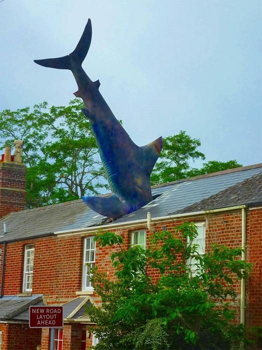 Хедингтонская акула символизирует ярость атомной энергии, которая, по мнению создателя хищницы Билла Хайне, только вредит человечеству.