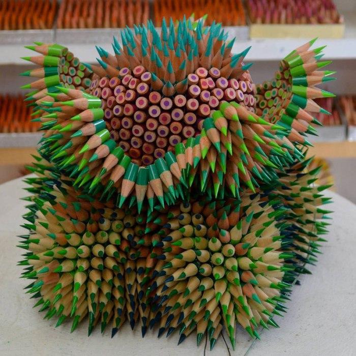 Поделка из остатков карандашей, которые люди готовы выбросить.
