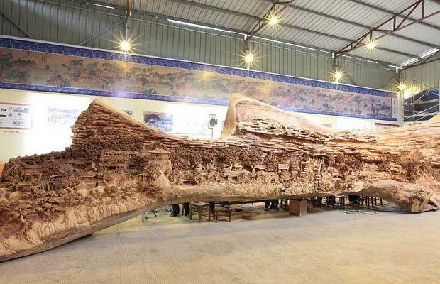 Самая большая в мире скульптура из ствола дерева