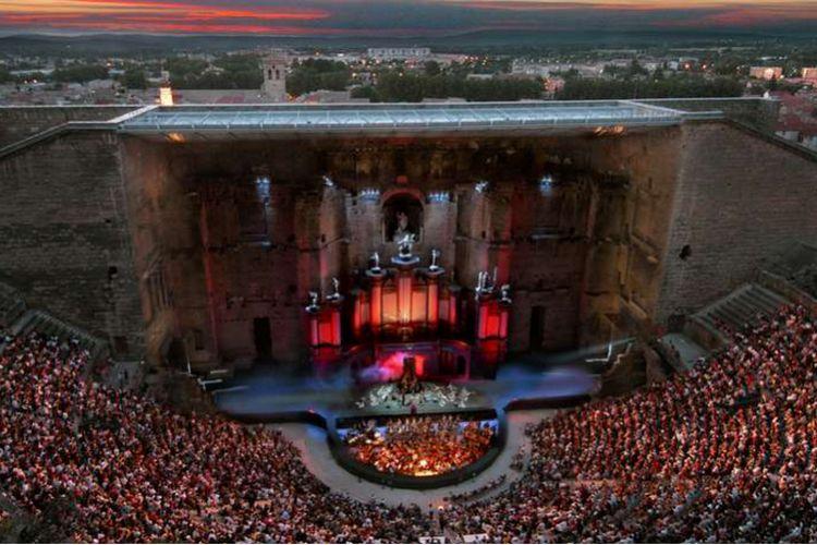 12 самых удивительных и впечатляющих театров мира