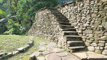 Каменные ступеньки в Сьюдад-Пердида.