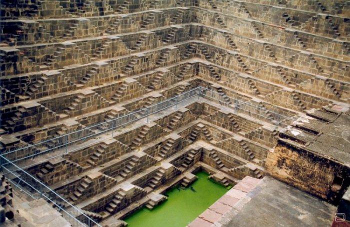 Удивительное сооружение древней архитектуры