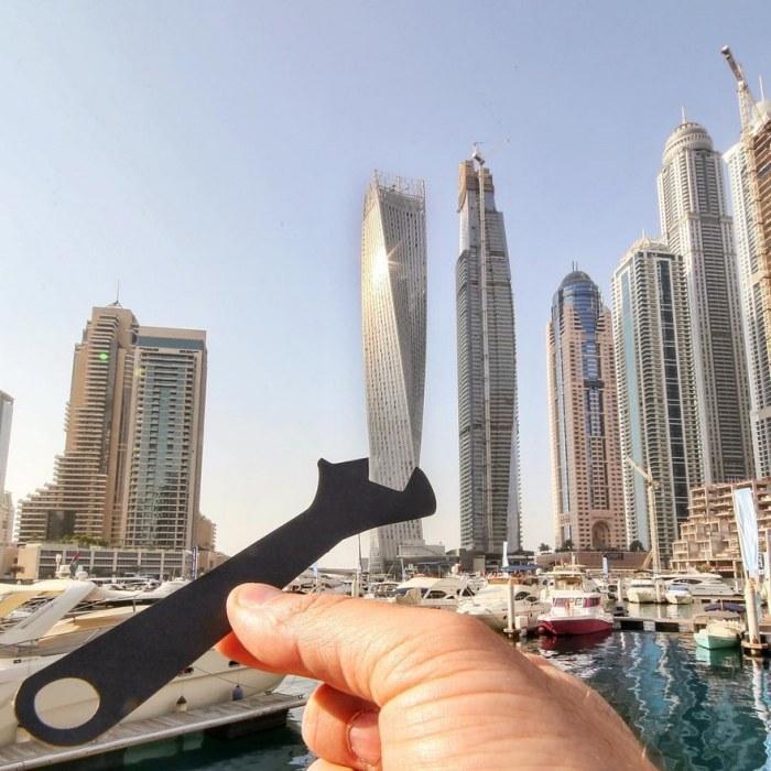 Гаечный ключ подкручивает небоскреб в Дубае