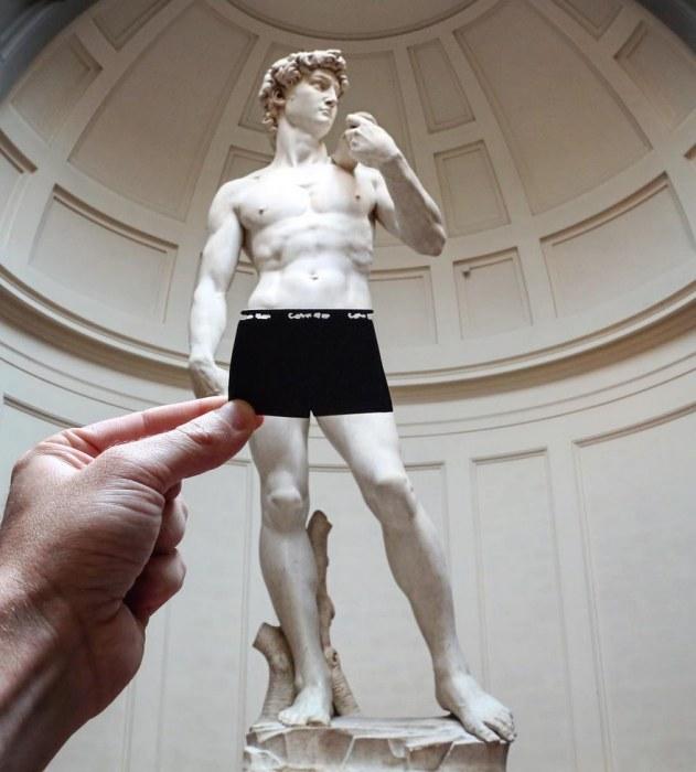 Мраморная статуя Давида в новом амплуа