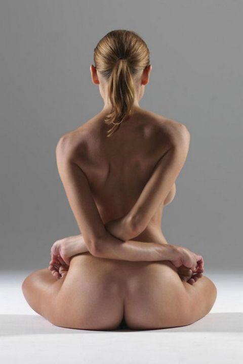 """Занятия йогой в стиле """"ню"""": серия фотографий Peter Hegre"""