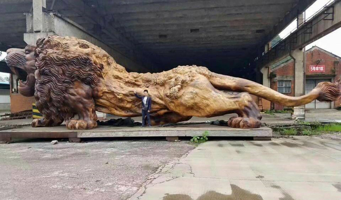 Этот лев стал самой большой скульптурой в мире, вырезанной из цельного дерева.