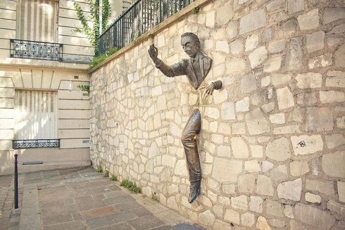 Человек, проходящий сквозь стены