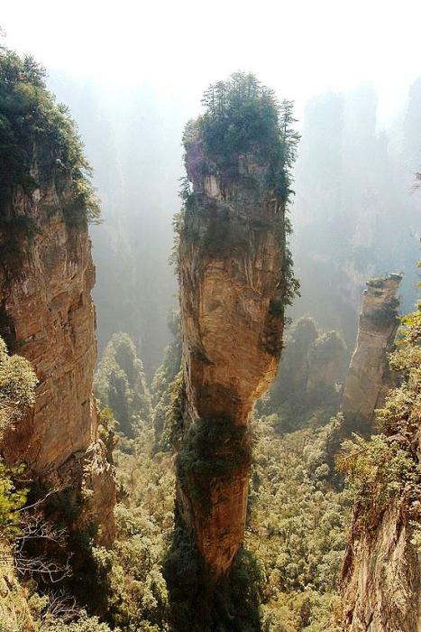 Горы Улинъюань и Национальный парк Чжанцзяцзе.
