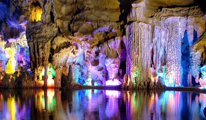 Пещера тростниковой флейты.