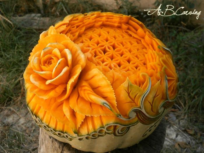 Достойное украшение для осеннего праздничного стола.