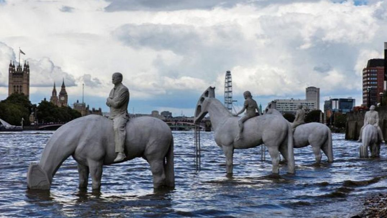 Статуи «Четыре всадника Апокалипсиса», Великобритания