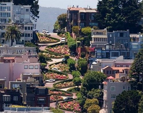Ломбард-стрит (Lombard Street) в городе Сан-Франциско, США