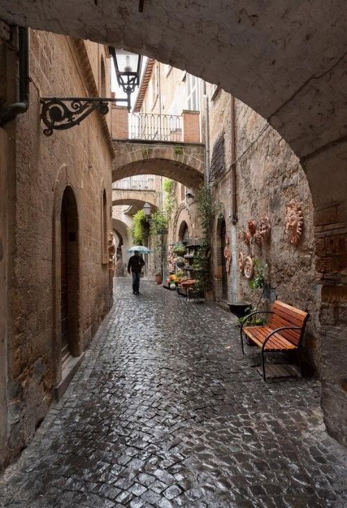 Улица в городе Орвието (Orvieto), Италия