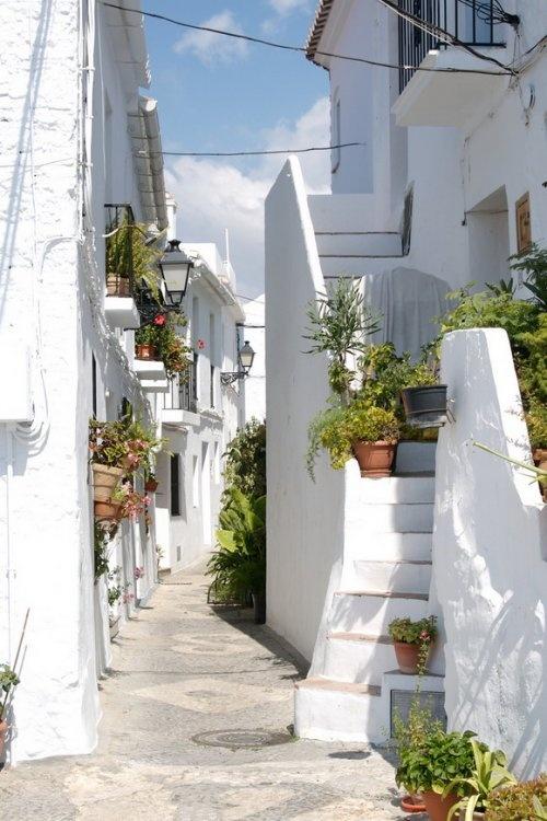Улица в городе Фрихилиана (Frigiliana), Испания