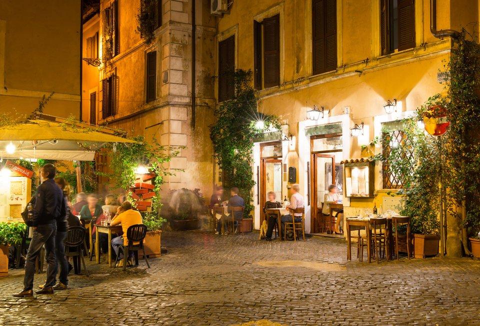 Римское кафе, Италия