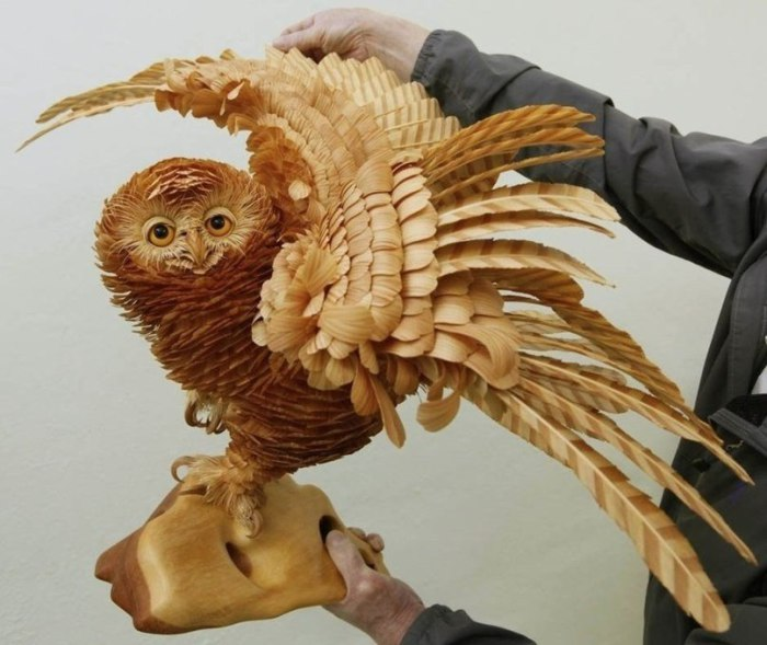 Деревянная сова от талантливого российского скульптора Сергея Бобкова.