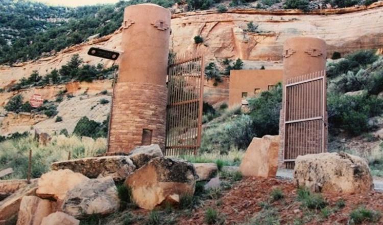 Дом Cliff Haven в пещере в штате Юта США
