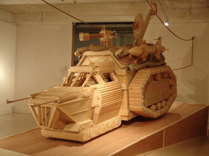 Фантастический механизм танка из дерева.