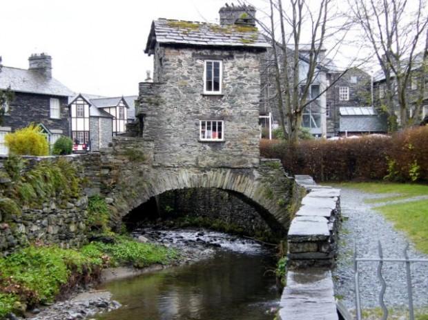 Бридж-хаус («Дом на мосту»), Великобритания
