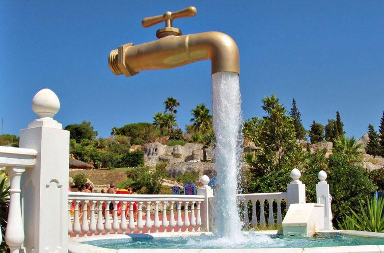 Магический фонтан «Кран, висящий в воздухе», Кадис, Испания