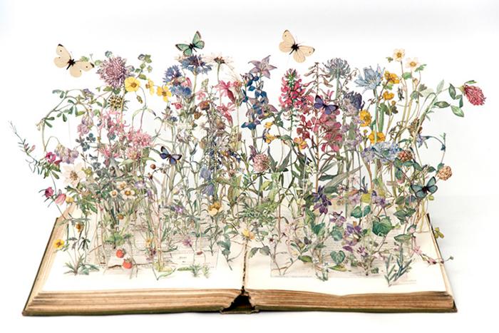 Сказочные миниатюры на страницах книг.