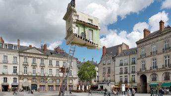 Сюрреалистическая инсталляция от Леандро Эрлиха.
