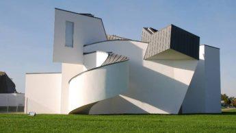 Свои здания он считает более человечными, чем скучные бетонные коробки.