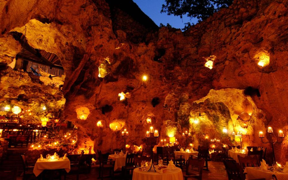 Ali Barbour's Cave Restaurant, Диани Бич, Кения