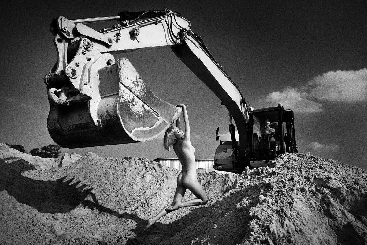 Динамичная красота в эротичных фотографиях Саймона Бродзиака_11