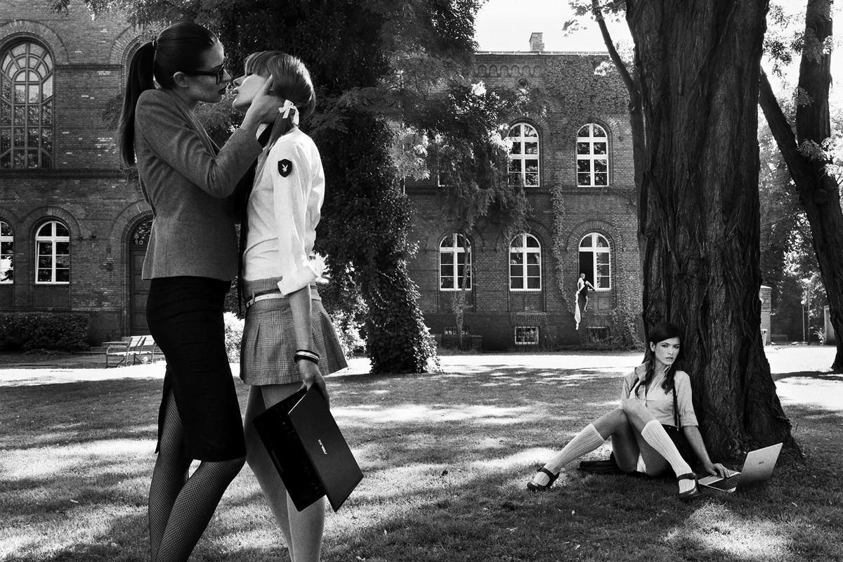 Динамичная красота в эротичных фотографиях Саймона Бродзиака_17