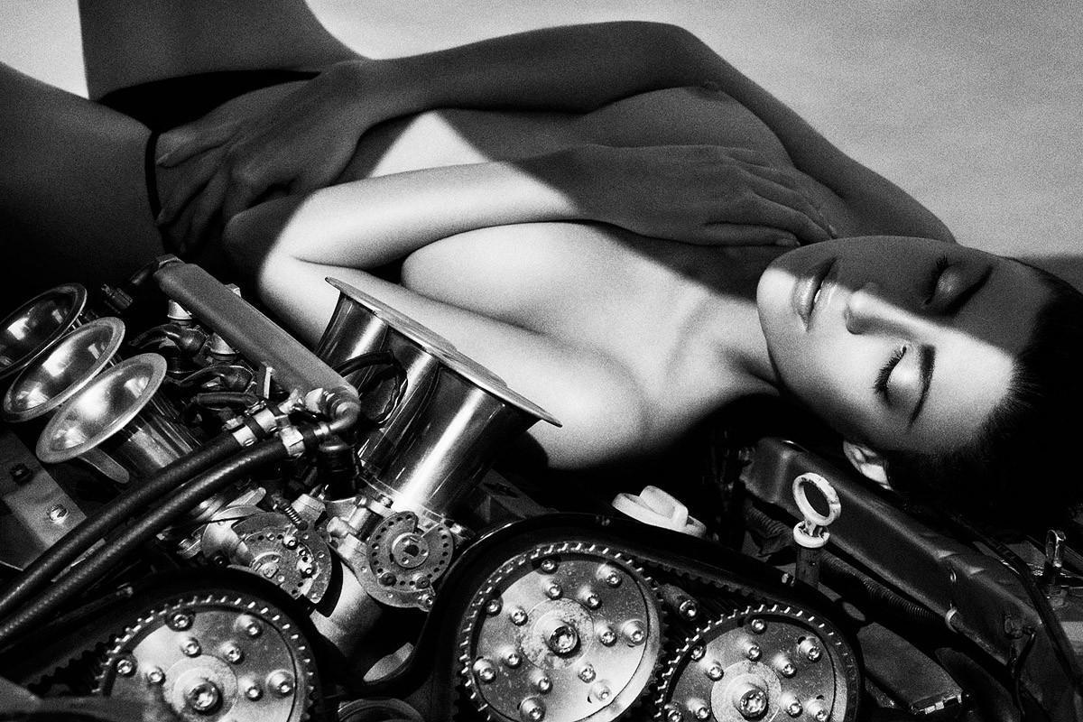 Динамичная красота в эротичных фотографиях Саймона Бродзиака_04