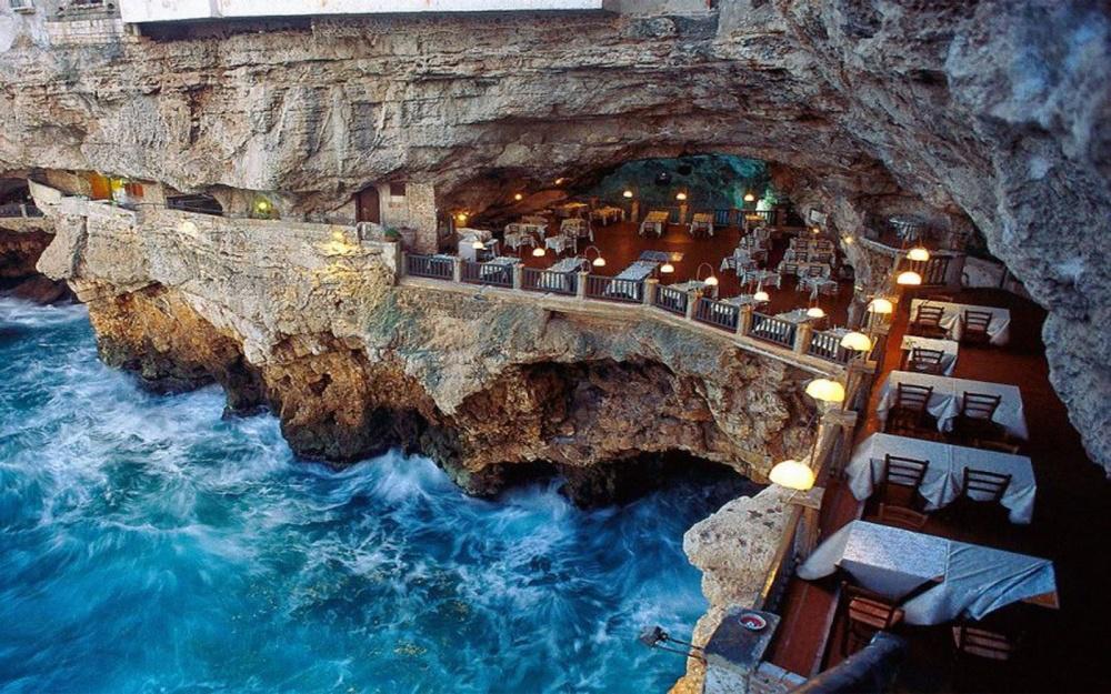 Grotta Palazzese, Бари, Италия