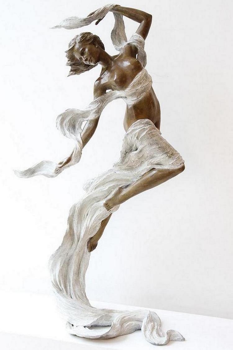 kitajskij-skulptor-lepit-zhenshhin1183