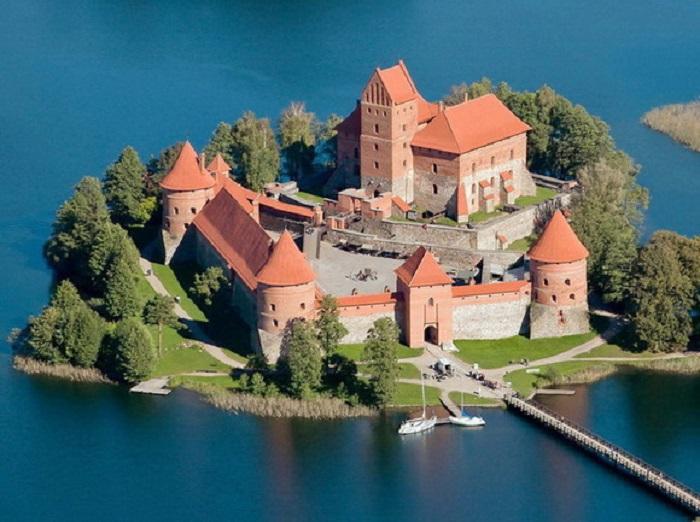 Настоящая боевая крепость, которую так и не удалось взять штурмом, за всю историю ее существования.