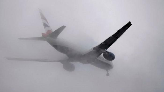 Самолет окутан белоснежной курявой