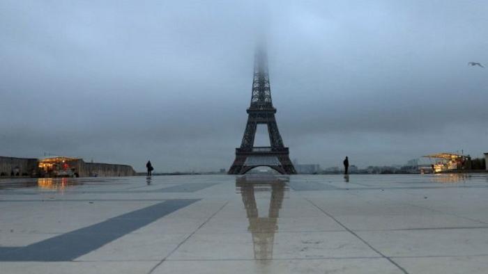 Январским утром возле Эйфелевой башни