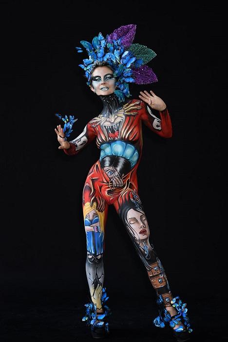 Красочная работа художницы заняла 4-е место в категории «Кисть и губка» на Всемирном фестивале бодиартинга 2018.