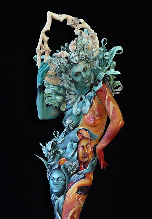 На фестивале художники продемонстрировали свое мастерство, разрисовывая тела моделей.