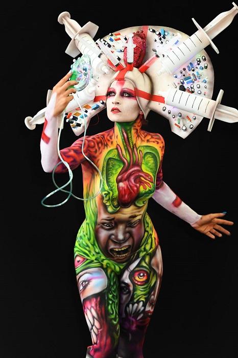 Не обошлось на фестивале и без премий, которыми награждались художники в 12-ти различных категориях.