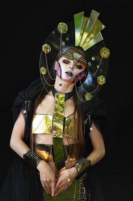 Необычный образ, созданный румынской художницей, занял 3-е место в специальной категории «Фиолетовая кисть».