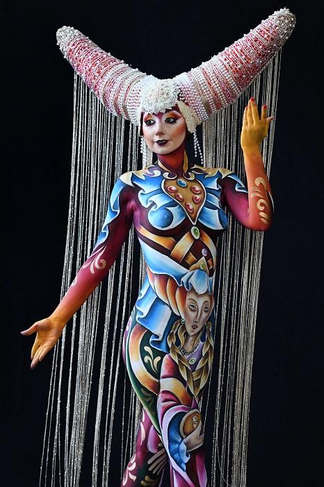 Результатом работы художников стали фантастические картины, нарисованные на теле, и уникальные образы.