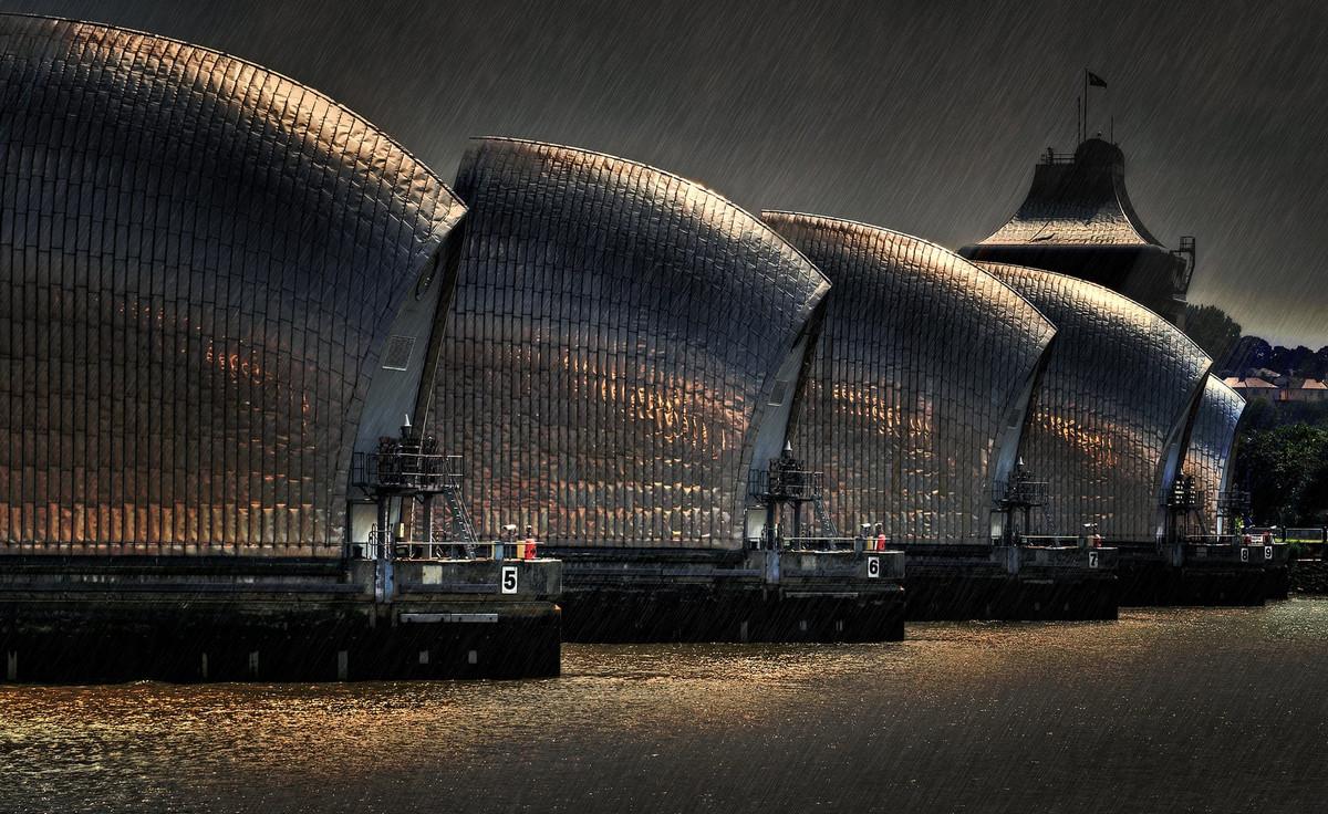 Дождь над Темзой, Великобритания. Автор: Брайан Дентон.