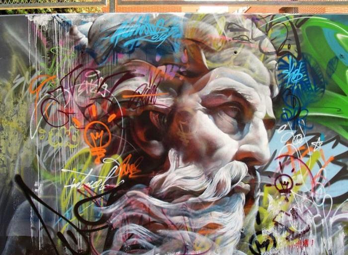 Испанский стрит-арт дуэт Pichi и Avo создали изображение из древнегреческой мифологии.