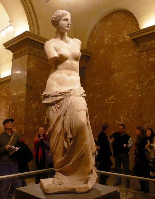 Мраморная статуя богини Афродиты, известной как Венера Милосская. | Фото: suncountry.kiev.ua.