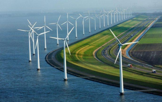 С 2009 года страна начала использовать ветер как возобновляемый источник энергии, установив 1,879 ветряков вдоль береговой линии.