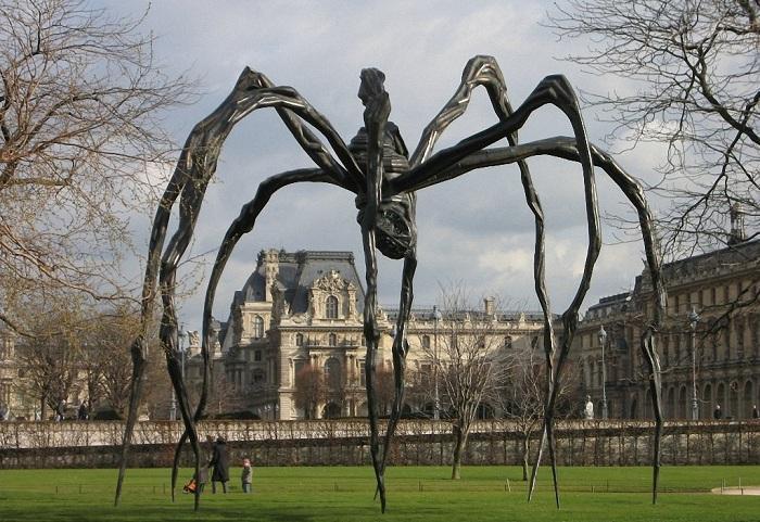 Скульптура под названием «Мама».