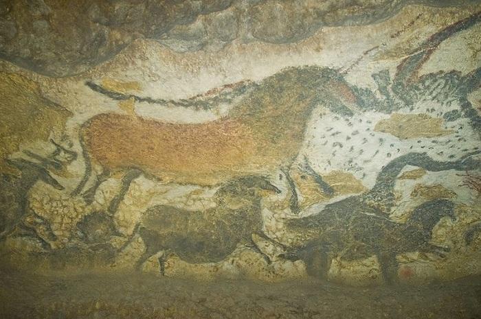 В пещере Ласко сохранились доисторические наскальные рисунки. | Фото: thevintagenews.com.