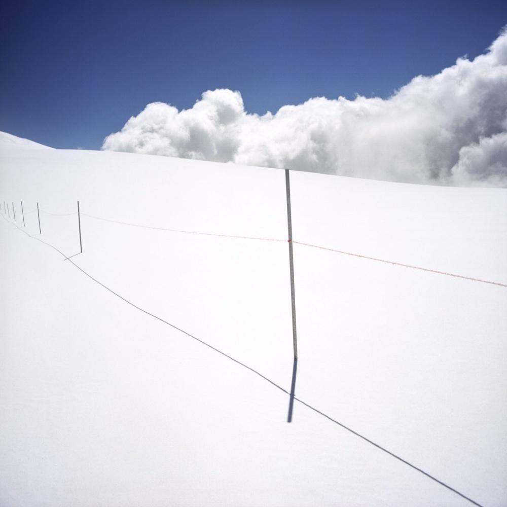 Белая граница между Италией и Швейцарией